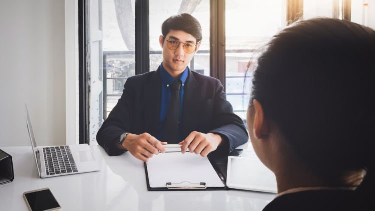 read people during interviews