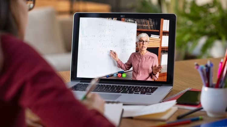 When Is It Worth it to Pay for Online Learning?